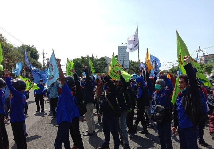 Ratusan Buruh